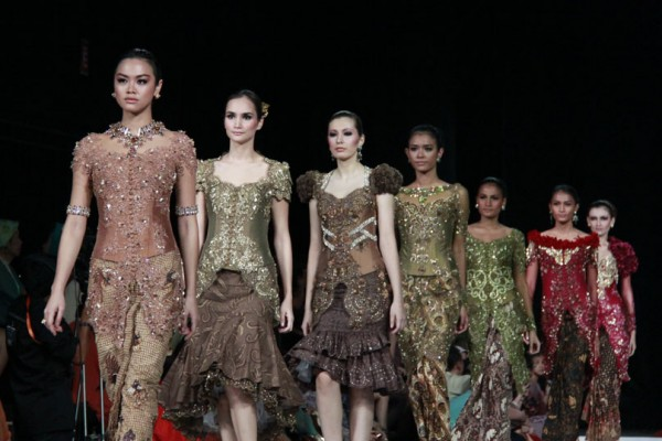La haute couture. Kebaya in a fashion show.